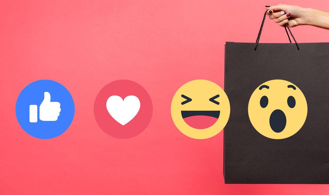 Foto mulher segurando sacola com emojis de reactions estratégia