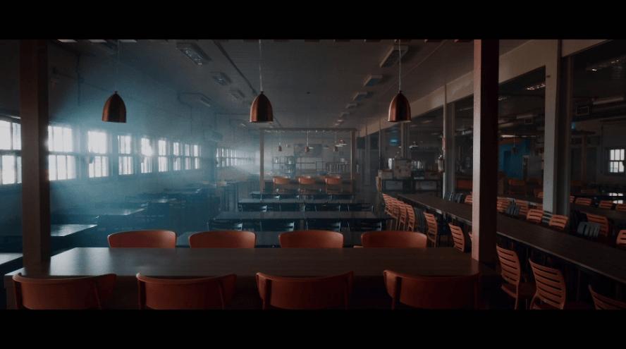 Foto de refeitório de fábrica vazio